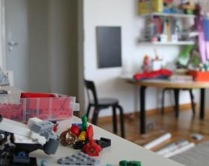 Kuva tutkivan ammattijärjestäjän lastenhuoneesta.