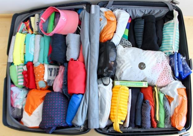 Kotiin lähtiessä pyykkipussit ovat vallanneet matkalaukun eivätkä rivit enää ole ihan siisteinä. Kotiin saavuttua puhtaat vaatteet sai kuitenkin nopsasti nostettua takaisin kaappiin ja pyykin suoraan koneeseen.